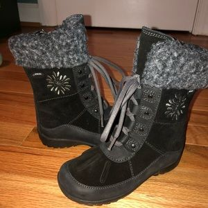 New Clark's Gore-Tex winter boots. Size 8T